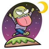 Zombi drôle marchant sous la lumière de lune Images libres de droits