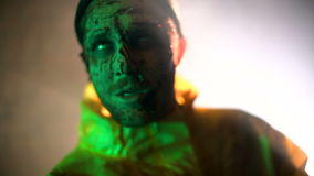 Zombieën in de ruimte worden gebrand die stock video