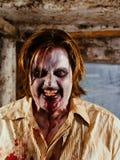 Zombie arrabbiato affamato per i cervelli Fotografia Stock