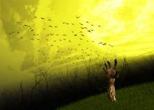 Zombie-Hand bedeckt Halloween-Hintergrund mit Gras Lizenzfreies Stockbild