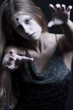 Zombie met wond op voorhoofd Royalty-vrije Stock Afbeelding