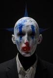 Zombie pazzi del pagliaccio blu in un rivestimento Fotografia Stock