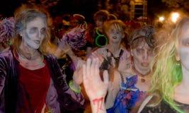 Zombie spettrali al Festival del sindaco immagine stock