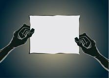Zombiehand die oud document houden geen tekst Stock Foto