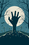 Zombiehand, die von unterhalb des Bodens ausbricht Lizenzfreie Stockbilder