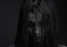 Zombiemeisje met verschrikkingsuitdrukking Royalty-vrije Stock Foto's