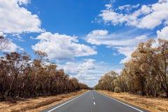 Zomer op de open weg tussen Nieuw Zuid-Wales, Australië Royalty-vrije Stock Afbeelding
