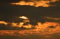 Zon achter een wolk Stock Afbeeldingen