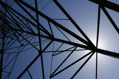 Zon achter elektriciteitstoren Royalty-vrije Stock Foto