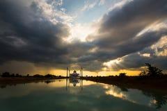 Zon bij de moskee is gebarsten die royalty-vrije stock fotografie