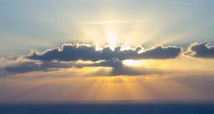 Zon in de wolk Stock Afbeeldingen