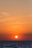 Zon in de zomer bij pattaya wordt geplaatst die Stock Foto