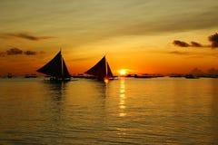 Zon die in Boracay wordt geplaatst stock foto's