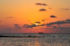 Zon die in de Maldiven plaatsen Royalty-vrije Stock Afbeelding