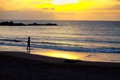 Zon die op de Atlantische Oceaan in de Canarische Eilanden van Tenerife plaatsen Royalty-vrije Stock Afbeeldingen