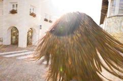 Zon die op het haar van een vrouw glanzen Stock Foto's