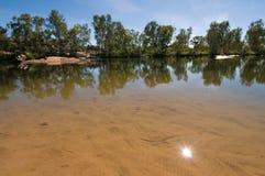 Zon die in pool wordt weerspiegeld, die Kloof, Australië bemant Royalty-vrije Stock Foto's