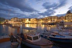Zon die in rethymnon, Griekenland wordt geplaatst royalty-vrije stock afbeeldingen