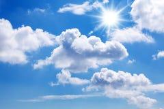 Zon en blauwe hemel Stock Afbeelding