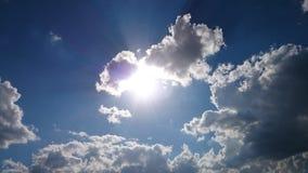 Zon en blauwe hemel Royalty-vrije Stock Foto's