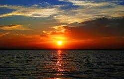 Zon en overzees stock afbeeldingen