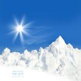 Zon en sneeuw na een de winteronweer royalty-vrije stock afbeeldingen