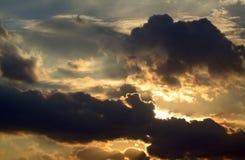Zon en Wolken stock afbeeldingen