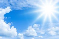Zon en wolken Stock Foto's