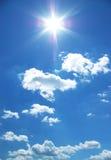 Zon en wolken in een hemel Stock Fotografie