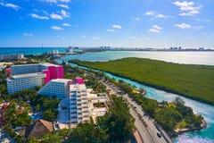 Zon för hotell Cancun för flyg- sikt av Mexico Royaltyfri Fotografi