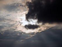 Zon na onweer Stock Afbeeldingen