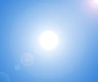 Zon op blauwe hemel Royalty-vrije Stock Fotografie