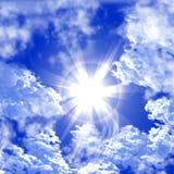 Zon op hemel in wolken. stock illustratie