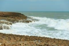 Zon van de zomertijd op hemel en zand van strand, landschap stock afbeelding