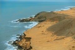 Zon van de zomertijd op hemel en zand van strand, landschap royalty-vrije stock foto