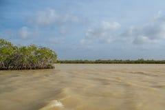 Zon van de zomertijd op hemel en zand van strand, landschap royalty-vrije stock afbeeldingen