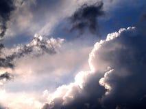 Zon in wolken. Stock Foto