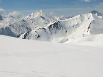 Zona alpina di corsa con gli sci Fotografia Stock Libera da Diritti