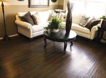 zona che pavimenta il legno duro del salone Fotografie Stock