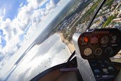 Zona costiera della Repubblica dominicana Vista dalla cabina di pilotaggio dell'elicottero fotografie stock libere da diritti