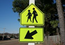 Zona de cruzamento pedestre da escola fotografia de stock royalty free