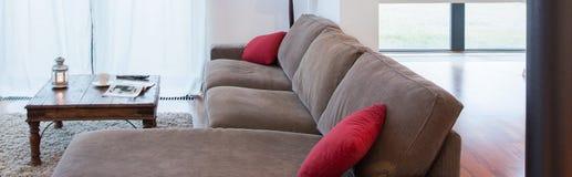 Zona de descanso dentro de la sala de estar foto de archivo