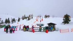 Zona de entrenamiento del esquí en Feuerkogel, Salzkammergut, Austria almacen de video