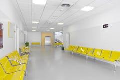 Zona de espera del edificio público Detalle del interior del hospital nadie fotografía de archivo libre de regalías