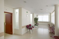Zona de espera del edificio público Detalle del interior del hospital nadie fotos de archivo libres de regalías