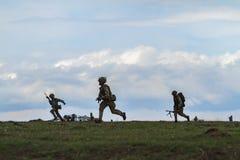 Zona de guerra com soldados Foto de Stock Royalty Free