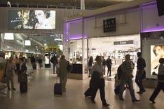 Zona de la tienda con franquicia en Charles de Gaulle Fotografía de archivo