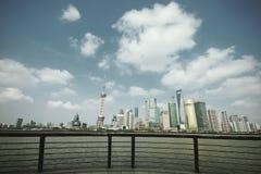 Zona de Lujiazui Finance&Trade da skyline do marco de Shanghai em novo Imagem de Stock