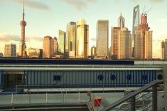 Zona de Lujiazui Finance&Trade da skyline do marco de Shanghai em novo Imagens de Stock