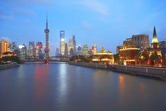 Zona de Lujiazui Finance&Trade de la Federación de Shangai en el nuevo cielo de la señal Fotografía de archivo libre de regalías